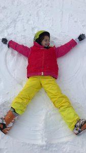 Alumna en viaje de ski de Alborada a la estación de la molina